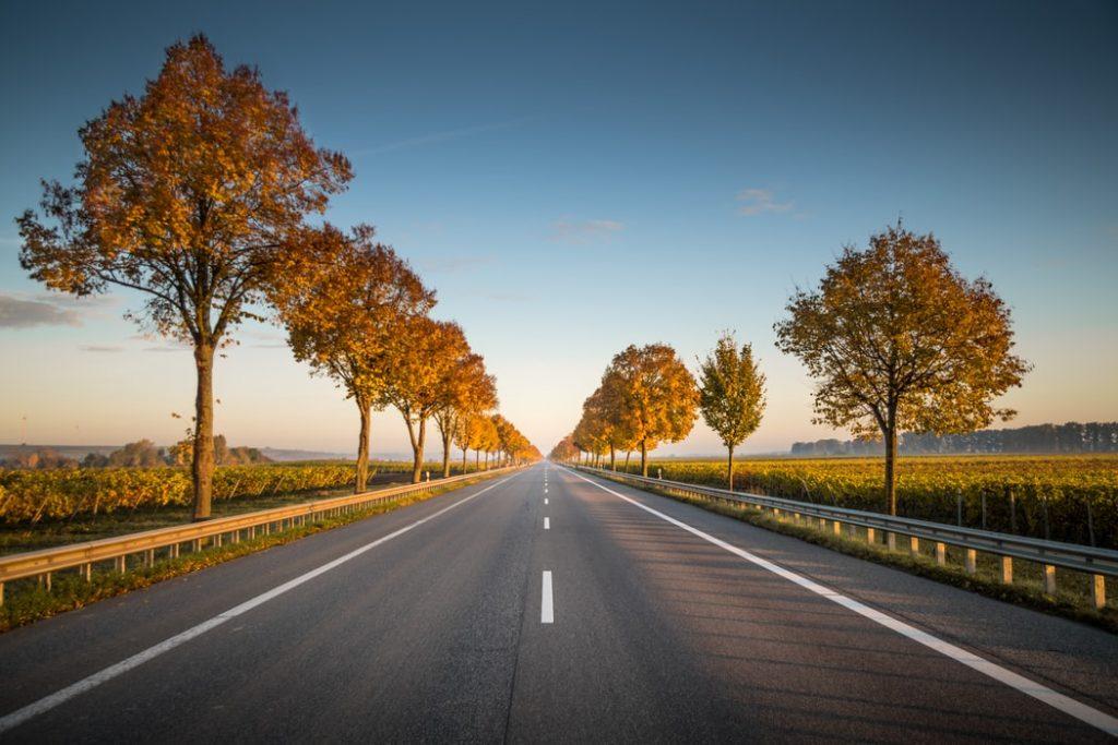 ¿Cuáles son los beneficios de las carreteras de asfalto?